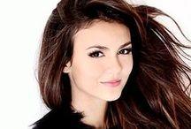 Victoria Justice /  Narodila se 19. února 1993, Hollywood, Florida, USA. Je americká zpěvačka a herečka, spolupracující s teenagerskou televizní stanicí Nickelodeon.