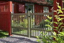 Trädgård / Hemsnickrad pergola på gård i Dalarna