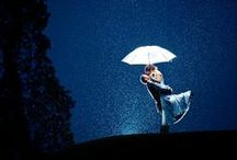 Rainy Wedding Backup Plan & Photo Ideas / Rain on your wedding day? No worries! Just make sure you have a rainy wedding backup plan up your sleeve. Check our Outdoor Wedding Rain Backup Plan tips on www.tailoredfitfilms.com/outdoor-wedding-rain-backup-plan