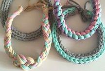 accessory / аксессуары, связанные из трикотажной пряжи trapillo. Браслеты и ожерелья