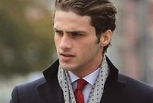 Der klassische Typ als Mann / Kleidung, Outfit Kombinationen und Accessoiers für den klassischen Mann. Diese Person wirkt oft nach außen hin eher reif, teilweise auch förmlich. Hinzu kommt noch, dass diese Person viel Wert auf gutes Benehmen legt. Er wirkt wenig spontan und eher konservativ.