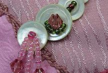 Broches,,,bracelets,colliers. / Broches toutes catégories.