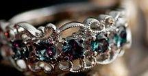 Jewellery / Различные украшения из разнообразных материалов.