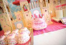 Aniversário Princesas Disney / Ideias diversas para compor uma festa para uma princesa.  / by MaLu Silveira
