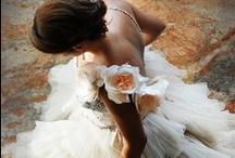Frocks / Romantic, pretty, feminine, captivating, dresses  / by Leonie Macleod