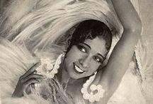 Stars des Années Folles / Elles sont ou auraient pu venir à Biarritz dans les Années Folles , elles ont apporté leur folie à cette période de notre histoire.