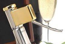 Descorjet, el abridor de champán- cava para una sola mano / Sacacorchos de fácil uso para botellas de cava, vino espumoso o champán (champagne). Con el abridor Descorjet podrás descorchar botellas con una sola mano, sin necesidad de aplicar una excesiva fuerza ni sufrir sobresaltos por los descontrolados corchos. ¡La solución fácil para abrir botellas!
