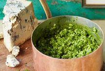 Risotto's / Risotto is een verzamelnaam voor verschillende rijstsoorten en is het traditionele gerecht van Noord-Italië. Het woord stamt uit de regioni Piemonte en Lombardia en betekent zoveel als een droge, romige massa waarin de rijstkorrels aan elkaar kleven en toch stevig zijn. Om het gerecht echt te laten lukken, is het een voorwaarde dat je werkt met risottorijst: Arborio, Carnaroli of Vialone Nano. De hoogste kwaliteit is superfino, gevolgd door fino, semi-fino, commune en snelkokende risottorijst.  / by Jeannette Nederlof