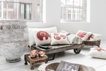 Mesele Felt Pillows- Kece Yastık / EDIDA Award winner handmade %100 wool felt cushion covers with universal symbols. Üzerinde evrensel semboller olan EDIDA ödüllü,elyapımı %100yün keçe yastık kılıfları