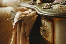 Vanities & Dressing Tables
