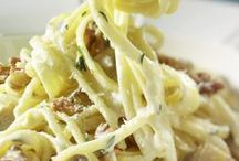 """Pasta e Basta / Wir lieben Pasta in allen Variationen! Das italienische Nationalgericht ist nicht nur einfach und schnell zuzubereiten, sondern bringt auch jede Menge Freude auf den Teller. Ob als Pesto, Soße oder crunchiges Topping: Am allermeisten lieben wir köstliche Pasta-Rezepte mit knackigen Walnüssen! In diesem Sinne wünschen wir """"Buon Appetito""""!"""