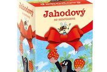 Krtečkovy čaje / + Jedninečná kombinace bylin a ovoce. + Originální receptury. + Bez umělých barviv a konzervantů. + Hygienický přebal s atraktivním designem. /         Unikátní kolekce čajů pro malé děti, schválená Českou pediatrickou společností. Pro běžné pití je určena ovocná varianta s lesními plody nebo čaj obsahující lahodný africký rooibos. Na podporu imunity či při nachlazení lze využít speciální bylinné směsi. V zimním období pak příjemně zahřeje Krtečkův zimní čaj.