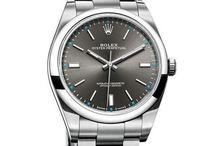 Modest steel bracelet watch