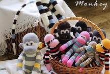Lovely Sock Dolls / by Yenny Mok