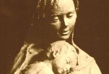 Estampas de la Virgen / Las etiquetadas como LVA fueron recopiladas por mi padre con los envíos de amigos (congregantes marianos en su mayoría) y familiares, durante su enfermedad hasta su fallecimiento. La Virgen, decía él, era su fuerza.  Ahora voy añadiendo las que voy encontrando. Y además  http://www.pinterest.com/amynluv/the-blessed-virgin-mary/ http://www.pinterest.com/jorgesanrodrigu/virgen-maria/ / by Alberto Vilches