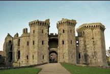 Castles, Chateaus, Palaces, Abbeys, Forts / A Private Fortified Residence.