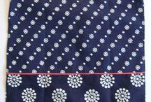 Dilians Blaudruck Stoff Einkaufstaschen / Dilians Blaudruck praktische Stoffeinkaufstaschen handbedruckt und im Indigo gefärbt. Lebensmittel aus der Region kann man mit einer Einkaufstasche aus der Region nach Hause tragen.