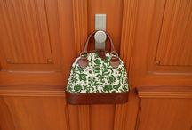 Dilians Blaudruck Handtaschen handbedruckt / Eine schöne Tür bringt jede Dilians Blaudruck Handtasche, Einkaufstasche und Schulterrasche zum Strahlen.