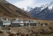 Viajes a Nepal - El Valle de Lantang / El Valle de Langtang es uno de los trekking clásicos menos masificados que podemos seguir disfrutando en Nepal. Caminaremos por una estrecha y frondosa garganta remontando el río hasta la pequeña aldea de Langtang. Subiremos hasta Kyanjing Gompa, a 3.700 metros, enclavado en un hermoso valle rodeado de montañas.  Continuaremos al lago sagrado de Gosainkund, a 4.380 metros, de donde regresaremos a Dumche y Kathmandu.