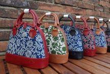 Dilians Handtaschen handbedruckt mit Blumenmotiven / Mit historischen Mustern bedruckte Dilians Leder Handtaschen - ein Stück Heimat in der Hand