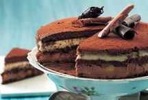 Lækre lagkager / En lækker lagkage skal indeholde nogle af følgende lækkerier; flødeskum, creme, markroner, chokolade, frugt og syltetøj. Server en lækker lagkage næste gang du skal holde fødselsdag eller har inviteret til kaffebord.