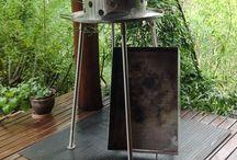 Cocina  de fuegos / Cocina de fuegos, con parrilla, plancha y caja para fuego de apoyo, en acero inoxidable.