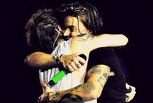 Oops!&Hi / I ship bullshit! ^^  Always in my heart @Harry_Styles. Yours sincerely, Louis. ❤