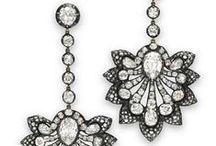 My lover: Jewelry earring / Assolutamente da avere, l'orecchino gioiello in versione maxi. Brillante e super fashion per esaltare il vostro look. Ricordate il maxi orecchino mette in risalto la bocca quindi attenzione al rossetto!
