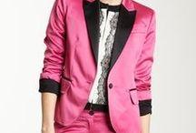 Blazer / Non credo si possa vivere senza almeno 4 blazer nell'armadio: nero strizzato in vita, nero dal taglio maschile, bianco chic, rosa cipria perfetto per il giorno quanto per la sera.