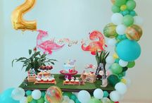 DIY dinosaur party / Colorful diy Dino party with balloon garland and personalised party decor and favors