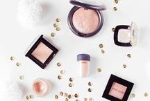 Flatlay Photography: Makeup and Beauty / Must have beauty products. Tons of gorgeous makeup flatlay images.