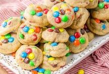 Peanut Butter Recipes! / Sweet and savoury peanut butter recipes and ideas. From peanut butter cookies to peanut butter cakes to peanut butter dressings, because peanut butter is nothing but happiness!