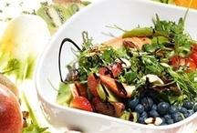 Диетические обеды / Диетическая еда - здоровая, богатая белком, вкусная и красочная, она насыщает и поднимает настроение. А уж блюда с фруктами одним своим видом сигнализируют о том, что они - это сплошное здоровье.