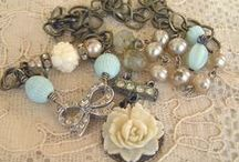 JEWELLERY / Mainly vintage