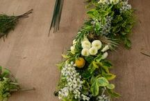 Garlands with fresh flowers / Garlands of fresh flowers