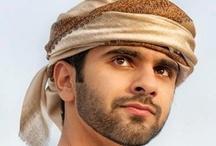Mansoor MRM: thobe 1 / Mansoor bint Mohammed bin Rashid Al Maktoum, 27/06/1989 .   - Padre: Mohammed bin Rashid bin Saeed Al Maktoum