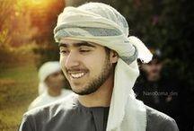 Zayed Mak. RM 1 / Zayed bin Maktoum bin Rashid Al Maktoum, 24/10/1995. Graduado en la Academia Militar de Sandhurst, 12/12/2014.  - Padre: Maktoum bin Rashid bin Saeed Al Maktoum