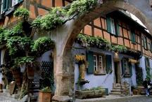 Villages typiques d'Alsace / Découvrez les plus beaux villages d'Alsace à visiter. Trouvez ici une liste des villages typiques de la route des vins, de la plaine d'Alsace et des parcs naturels régionaux.