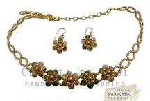 Conjuntos / Realizados con cristales Swarovski Elements, perlas y fornituras de acero quirúrgico.