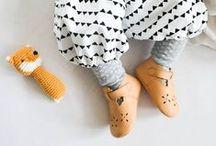 Nähen fürs Baby / Nur das Beste für die Kleinsten: Wir haben die schönsten Nähanleitungen und Schnittmuster zum Nähen für Babys für Nähanfänger und fortgeschrittene Näher gesammelt - von den selbstgenähten Babyschühchen über Babydecke, Rassel, Babyhose und Lätzchen bis hin zum süßen Strampelanzug!