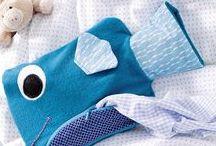 Nähen fürs Zuhause / Ob Kissenhülle, Decke, Utensilo, Wärmflasche oder die Girlande für Partys: Accessoires fürs Zuhause lassen sich ganz einfach selber nähen! Hier haben wir einfache Nähanleitungen und Schnittmuster, die euer Heim noch schöner machen - geeignet für Nähanfänger wie Fortgeschrittene!
