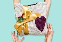DIY Weihnachtsgeschenke für Frauen / Nichts geht über selbstgemachte Geschenke zu Weihnachten! Wir haben die schönsten DIY-Geschenkideen zum Nähen, Stricken, Häkeln oder Basteln für Mama, Schwester oder die beste Freundin hier für euch gesammelt!