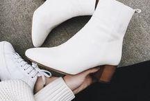 Outfitinspo: Trend weiße Schuhe / Weiße Schuhe? Ist das nicht total 2004? Der Trend aus den 00er-Jahren kehrt zurück und ist 2017/2018 nicht von der Streetstyle-Bühne wegzudenken. So kombiniert ihr den Trend im Herbst und Winter.