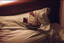 bateau. / ...suite à suivre.