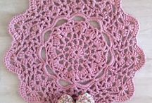 RUGS & Poufs -Crochet & Knit- / by BlanquetaG .