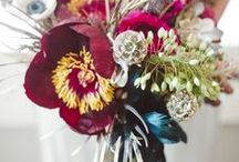 Avant Garde trend / The bold statement bouquet with brave contemporary colour combinations and an unpredictable combination of blooms sum up this pioneering new look.