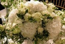 Classic and clean trend / Shades and layers of white and ivory for a timeless and elegant wedding choice.