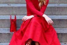 Mode - rot kombinieren / Outfits in komplett rot oder mit roten Teilen. Rot perfekt kombiniert