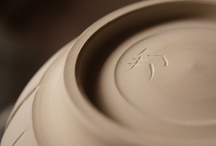 Identification Mark 邦 / This is Higuchi's identification mark. Carved on the bottom or the side of all of his works.   高台を削り出したあと、底にサインを入れます。樋口の作品にはすべてこの「邦」の文字が入っています。