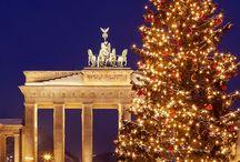 Christmas International / Christmas around the world.